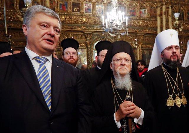 Petro Poroshenko, el metropolitano Epifanio y el patriarca Bartolomé I