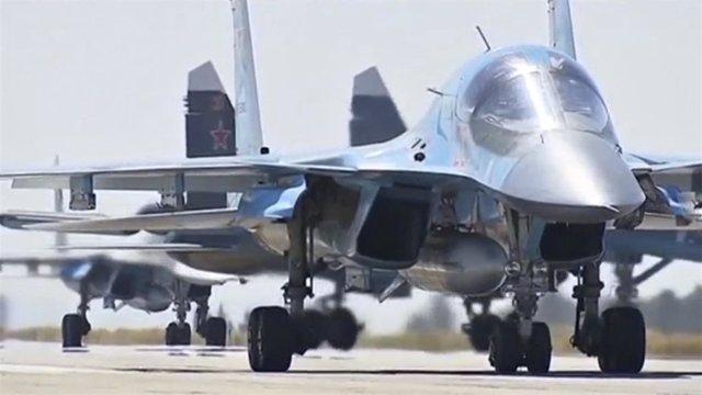 Cazas rusos despegando de la base de Hmeymin, en Siria