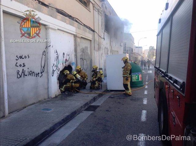 Los Bombers de Palma extinguen un incendio en Palma