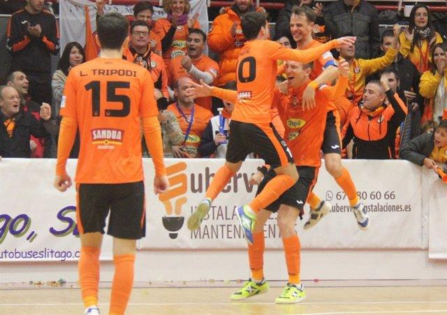Los jugadores del Aspil Vidal Ribera Navarra celebran un gol