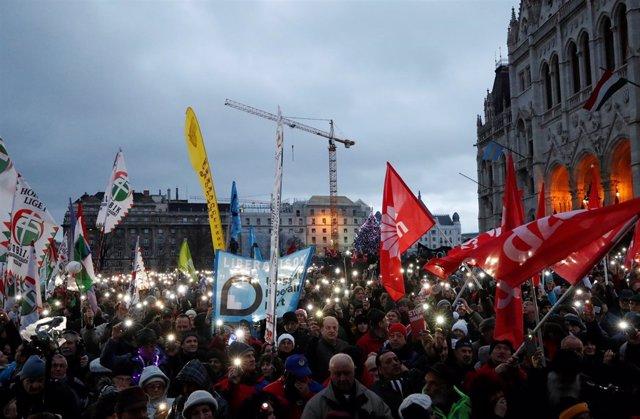 Protestas en Budapest contra la ley de horas extra