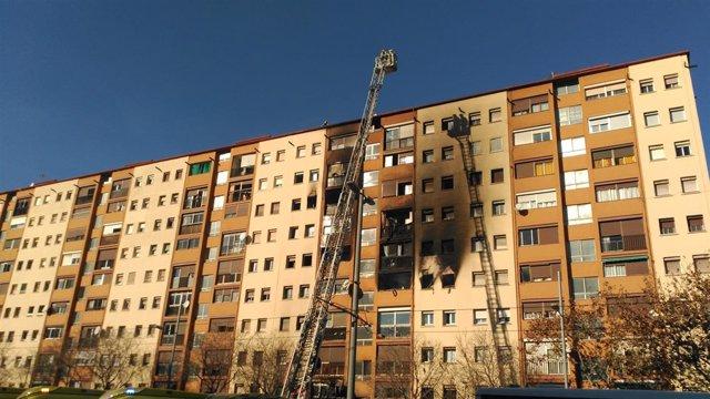 Incendio en un edicio de diez plantas en Badalona (Barcelona)