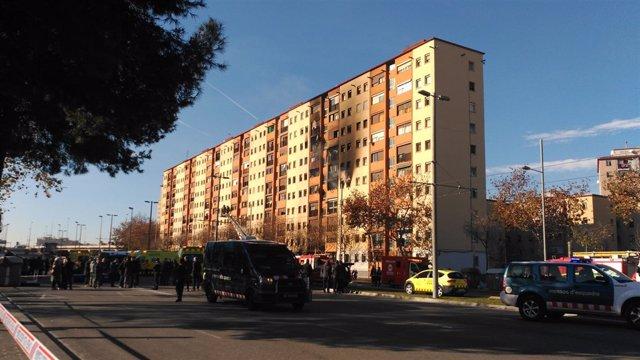 Incendio en un edificio de diez plantas en Badalona (Barcelona)