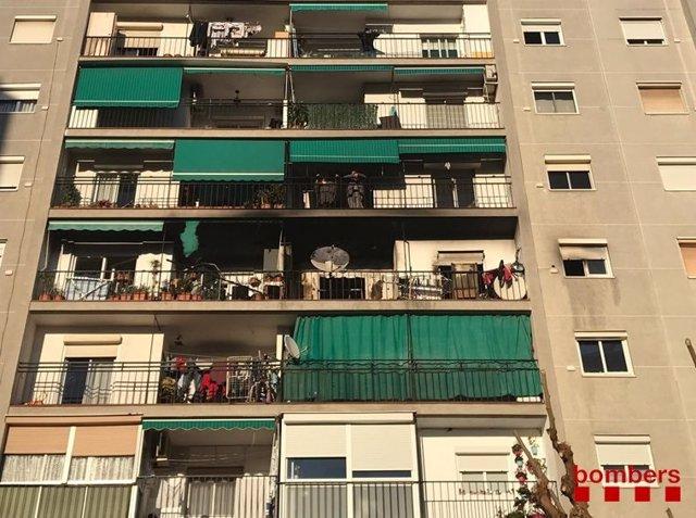Incendi en un bloc de pisos de La Llagosta (Barcelona)