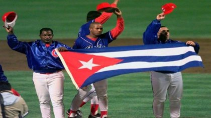 Los beisbolistas cubanos contratados por equipos de la MLB podrán viajar con sus familias a EEUU