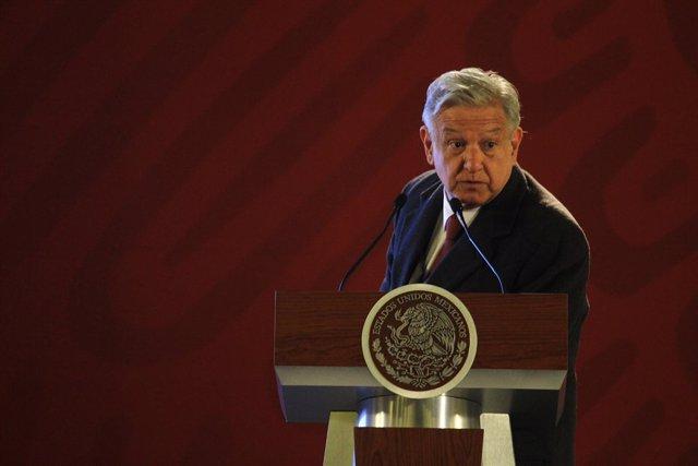 López Obrador presents his Financial disclosure declaration
