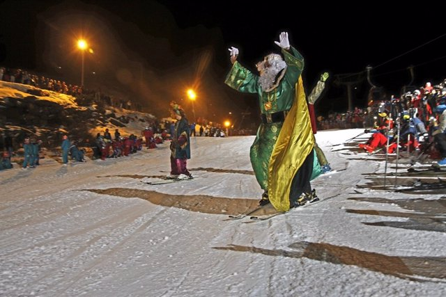 Los Reyes Magos esquiadores en Sierra Nevada