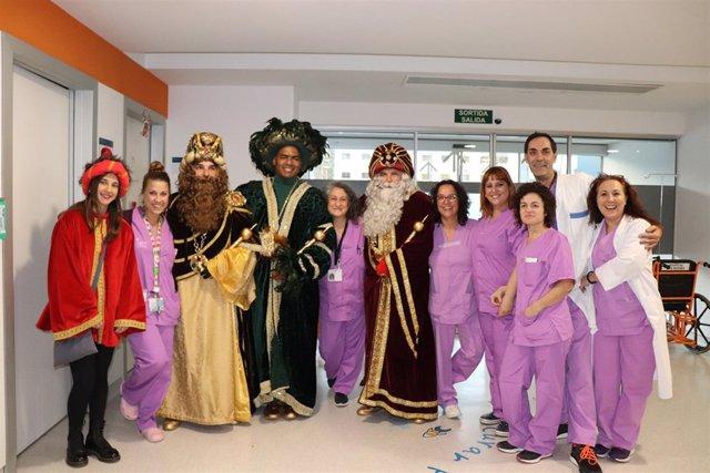 Los Reyes Magos visitan el Hospital Can Misses