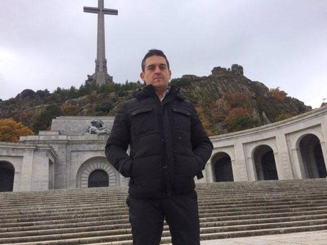 El portavoz de Compromís en el Senado, Carles Mulet, en el Valle de los Caídos