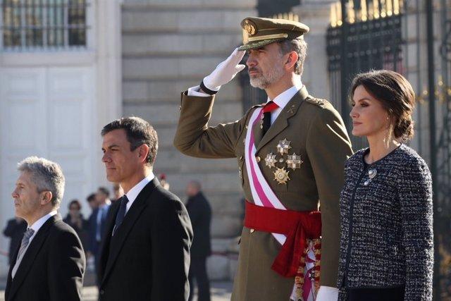 Els Reis al costat de Pedro Sánchez a palau Real