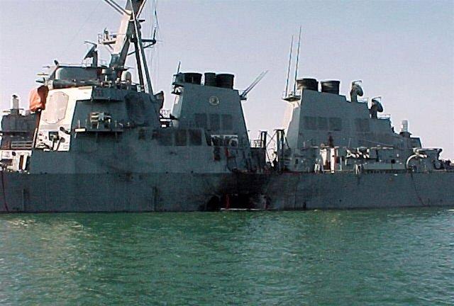 El 'USS Cole' tras el atentado sufrido en octubre del año 2000 en Adén (Yemen)