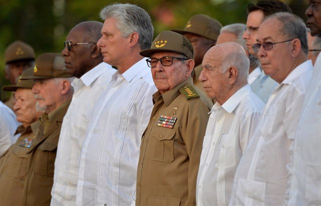 Míguel Díaz-Canel y Raúl Castro con la cúpúla cubana