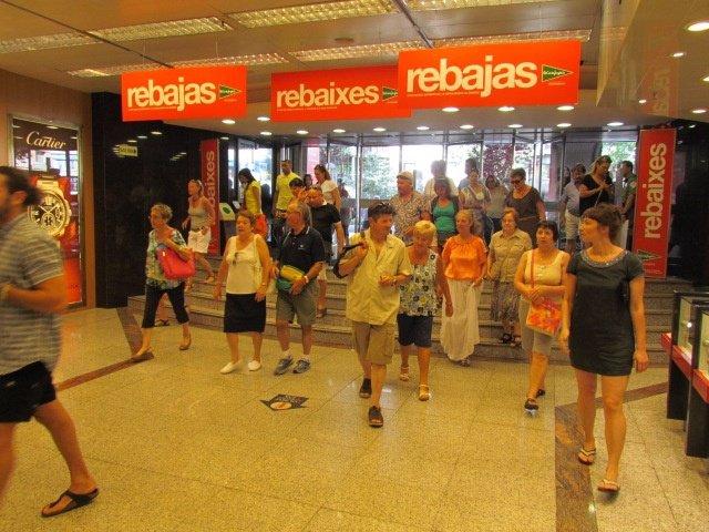 Inicio de las rebajas de verano en Baleares
