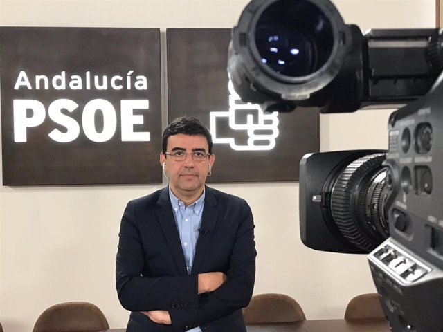 Mario Jiménez en una entrevista desde la sede del PSOE-A