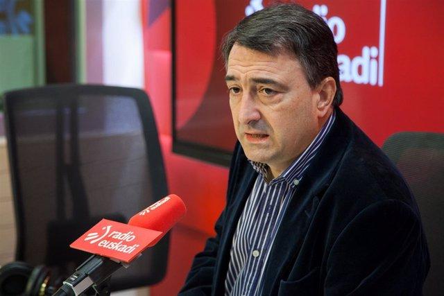 Aitor Esteban durante la entrevista en Radio Euskadi