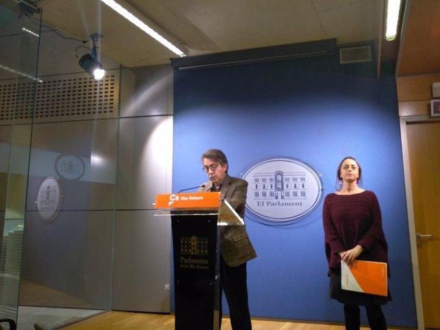 Portavoz de Cs, Xavier Pericay, y diputada Olga Ballester