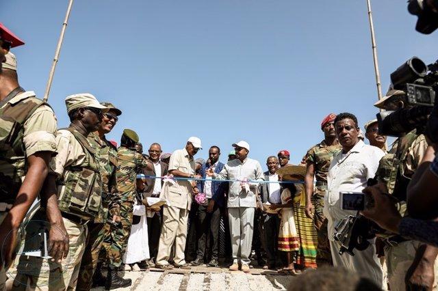 Abiy Ahmed e Isaias Afewerki inauguran paso fronterizo entre Etiopía y Eritrea