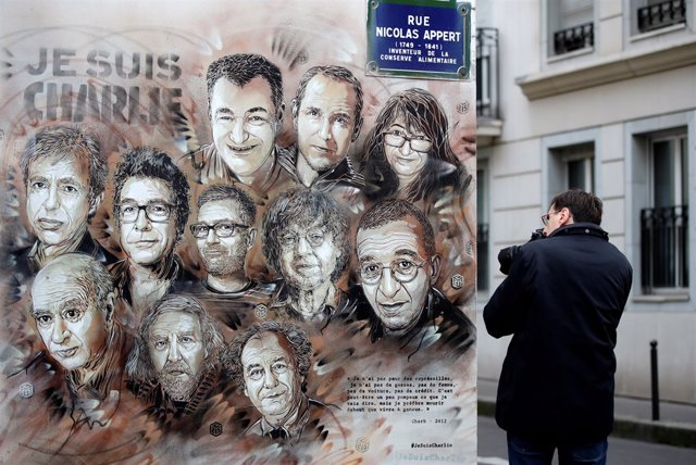 Mural junto a las oficinas de 'Charlie Hebdo'
