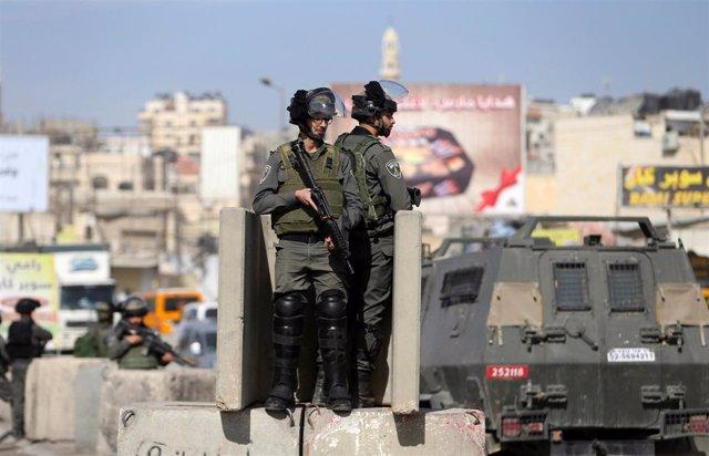 Soldados israelíes en Ramalaº