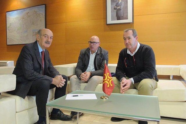 Mazón se reúne con el alcalde de Peñarrubia