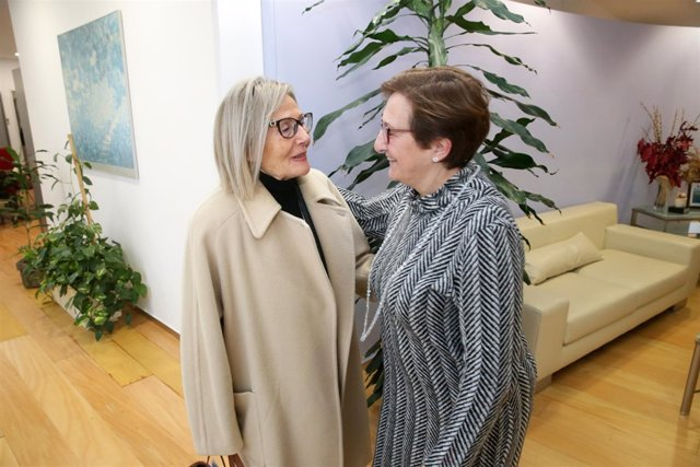 Real recibe a la presidenta de AMUCCAM Cantabria, Toñi Simón