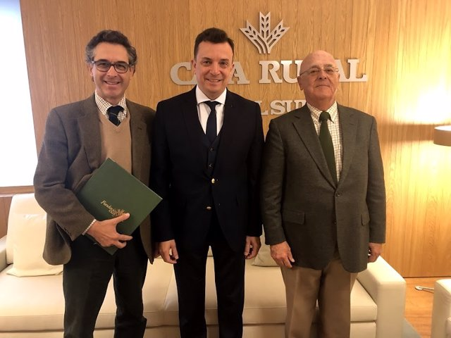 Firma del convenio entre Fundación Caja Rural del Sur y Feragua