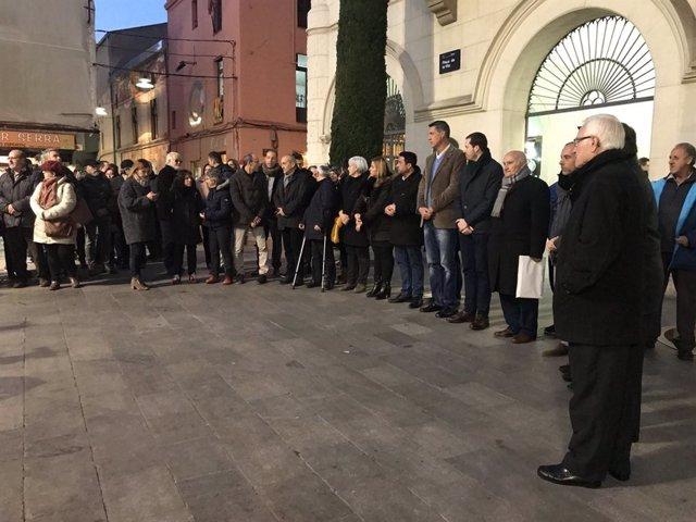 Minuto de silencio por las víctimas del incendio en el barrio de Sant Roc