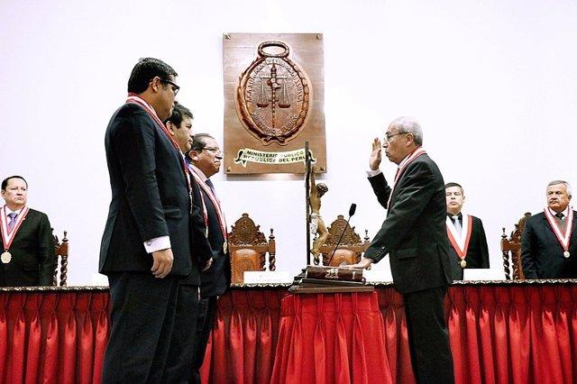 Pedro Chávarry jurando su cargo como Fiscal General de Perú