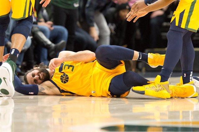 Ricky Rubio (Utah Jazz) se duele tras una caída