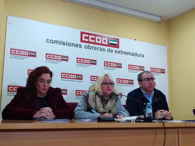 Ana Isabel González, Encarna Chacón y Aberto Franco durante la rueda de prensa