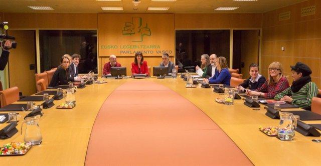 Idoia Mendia en la reunión del grupo parlamentario del PSE-EE