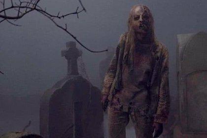 Nueva imagen de The Walking Dead: Los supervivientes regresan a Hilltop con un cadáver a cuestas