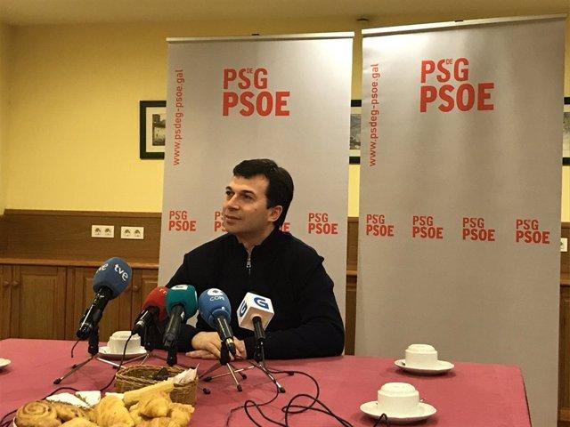 El secretario xeral del PSdeG, Gonzalo Caballero, en una rueda de prensa