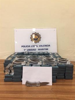 La Policía decomisa 184 navajas en el Cabanyal