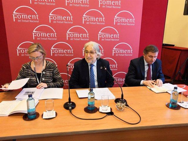 En el centro, el presidente de Fomento del Trabajo, Josep Sánchez Llibre