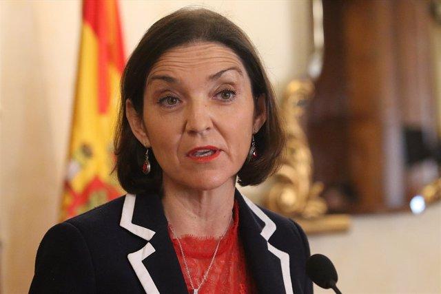Reyes Maroto, ministra de Industria, en Almería en la firma sobre Cemex