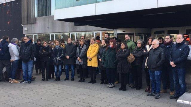 Cinco minutos de silencio a las puertas del Ayuntamiento de Sant Cugat