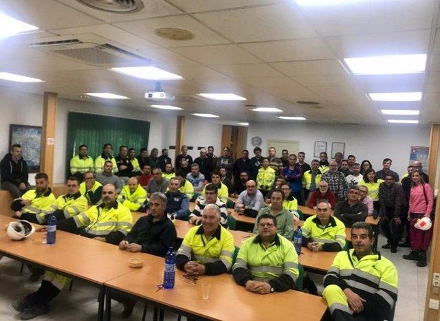 Asamblea de trabajadores de Cemex en Gádor