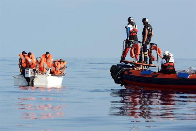 Rescate de migrantes frente a las costas de Libia