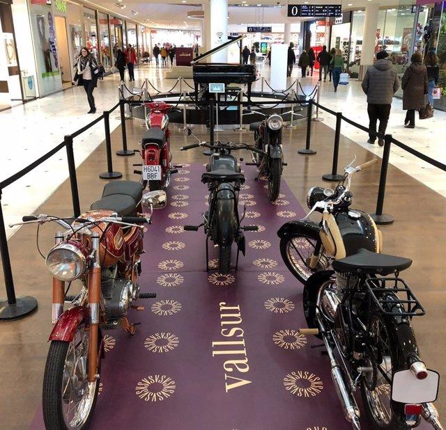 Valladolid.- Exposición de motos antiguas en Vallsur 8-1-19