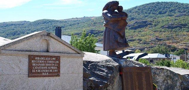 Imagen de la escultura en recuerdo a las víctimas de Ribadelago