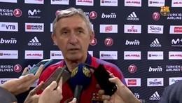 El entrenador del Barça Lassa, Svetislav Pesic, atiende a los medios