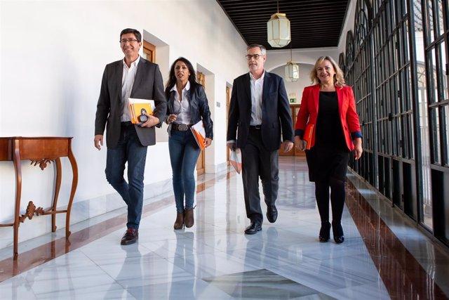 el presidente del PP-A, Juanma Moreno, junto con el secretario general del PP, T