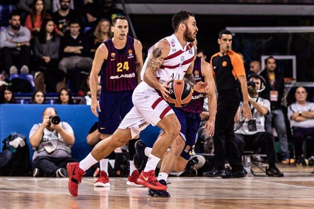 Mike James en una jugada del Barça Lassa - AX Armani Exchange Olimpia Milano