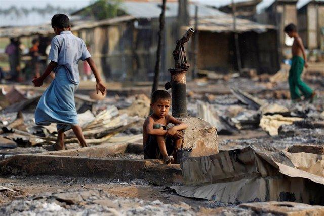 Campo para desplazados internos en Rajine