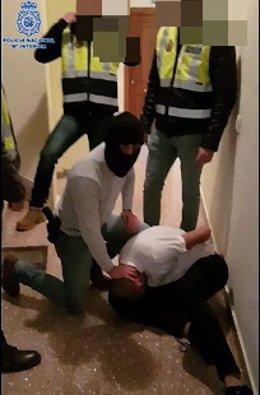 Policía Nacional desmantela punto de droga y practica detenciones