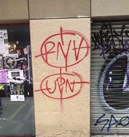 Dianas pintadas en el Casco Viejo de Pamplona contra UPN y PNV