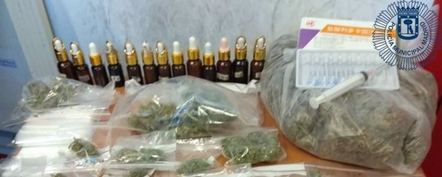 Detenidos en un centro de masajes de Usera con marihuana