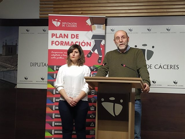 Miguel Salazar presenta el Plan de Formación  de la Diputación de Cáceres 2019