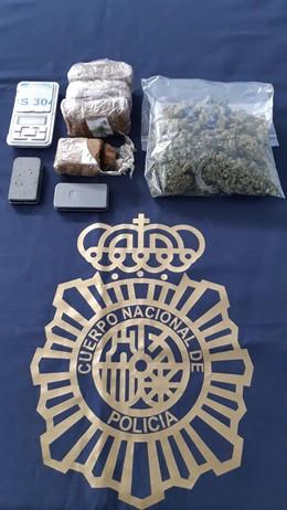 Droga intervenida al supuesto traficante